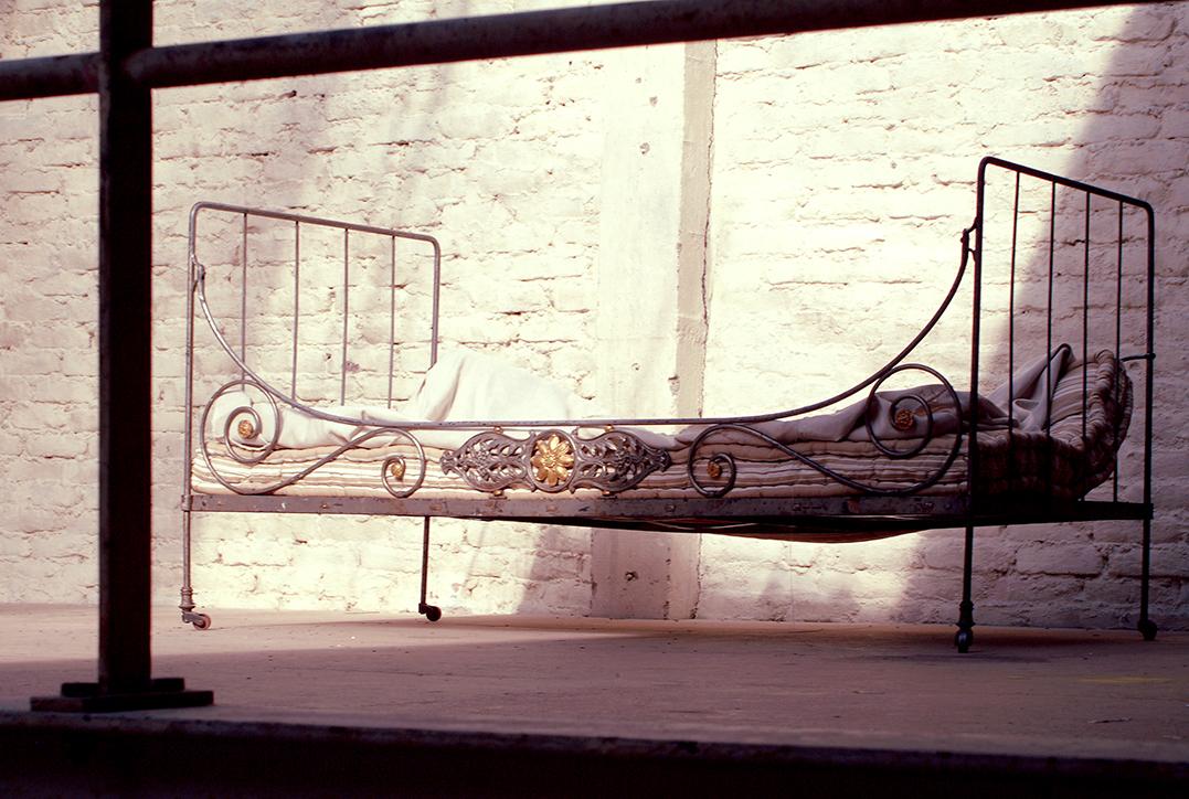 ancien lit en fer forgé